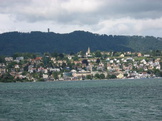 view-across-lake-zurich
