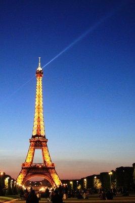 Eiffel_Tower_Sunsetting.jpg