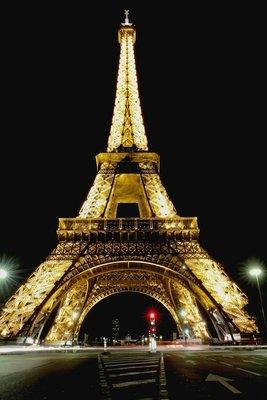 Glowing_Eiffel_Tower.jpg