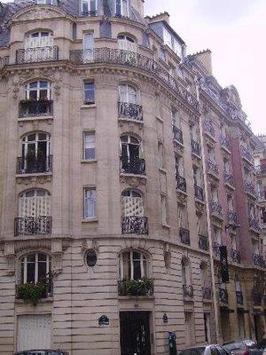 Hotel_Ares_Eiffel.jpg