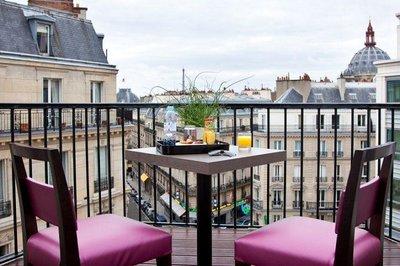 Hotel_Ares_Eiffel_Balcony.jpg
