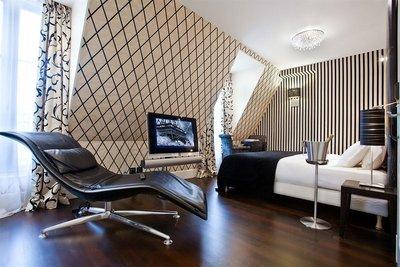 Hotel_Ares_Eiffel_Bedroom.jpg