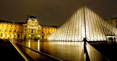 the_Louvre_Museum.jpg