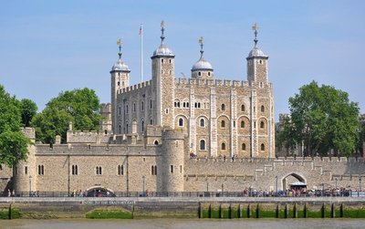 Tower_of_L..iver_Thames.jpg