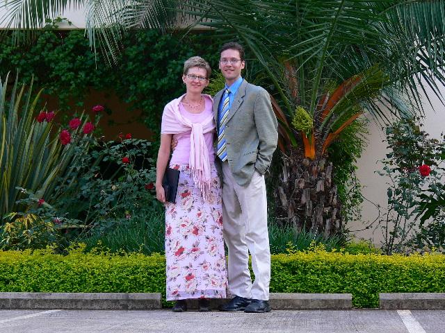 Kuningriigisaali ees Nairobis