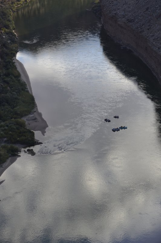 Rafters going down the Colorado river towards the North Rim