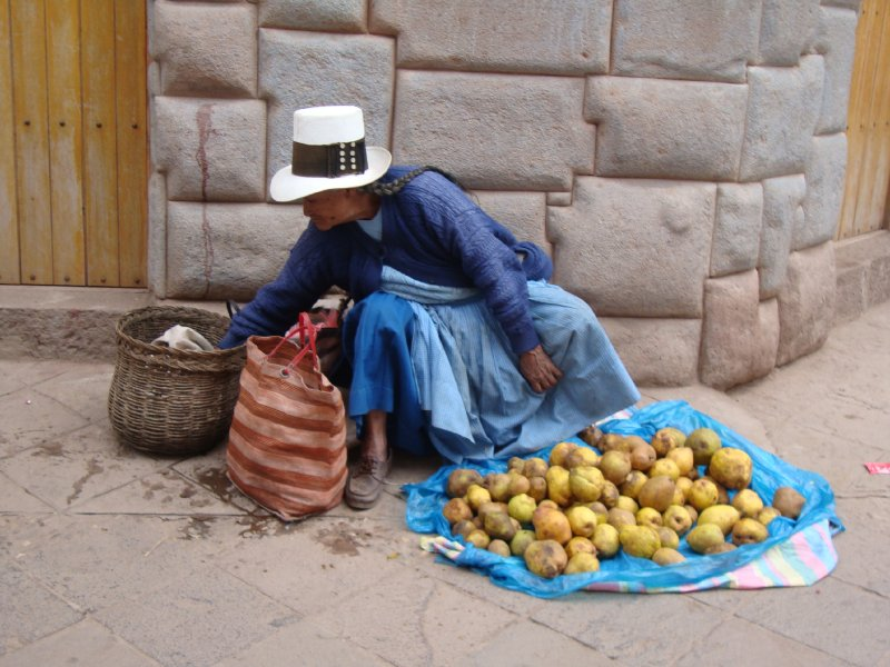 Lady selling fruit in Pisac