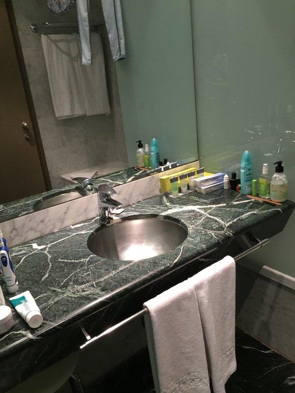 Bathroom 1 in the Gran Havana 2