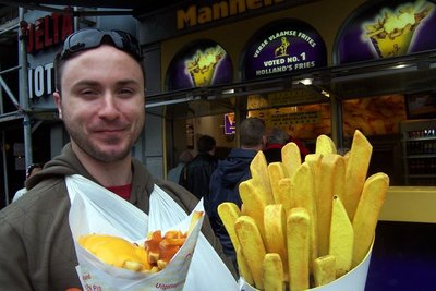 Trav eating chilli cheese frites (chips)