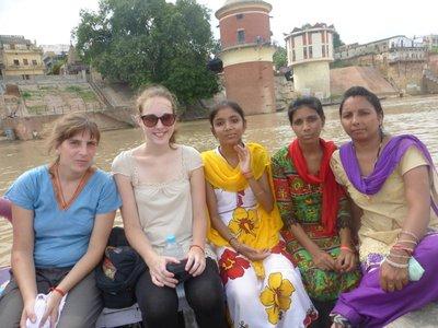 Bootsfahrt mit indischer Familie