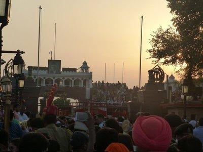 Wagah Border ceremony, an der indisch-pakistanischen Grenze