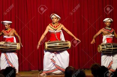 Kandy-Sri-Lanka-traditional-Sri-Lankian-theatre-drum-dance-and-singing