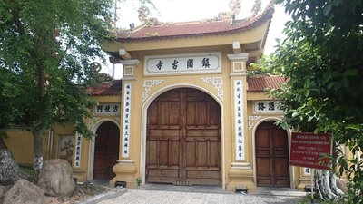 Tran Quoc Pagoda- the gate that was locked, because it was unfortunately closed :(