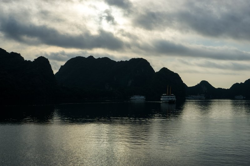 large_Halong_Bay-13.jpg