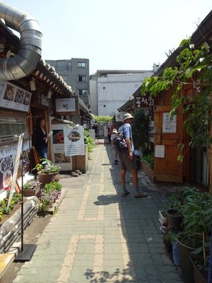 Insadong, tight lattice of streets to explore