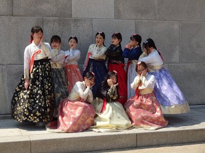 Girls 'wearing hanbok', Gyeongbokgung Palace