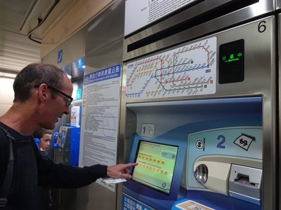 Working out how to use MRT Token Machines, Taipei Main Station