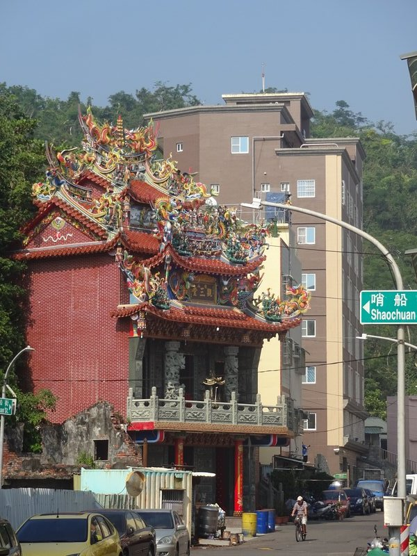 Temples are dotted everywhere and anywhere, even in business districts, Kaohsiung