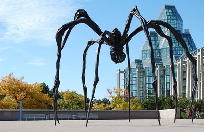 'Maman' outside of Ottawa's Art Gallery.