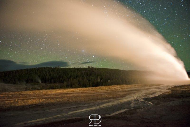 Stars, Geyser Erupting and Aurora Borealis in one Shot.