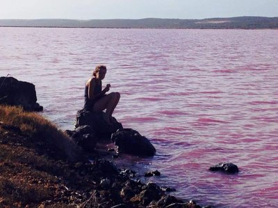 Sitting at the pink lake, Gregory