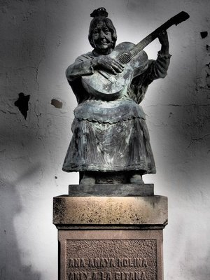Even statues play guitar.