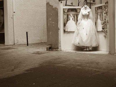 Dizengoff street bride