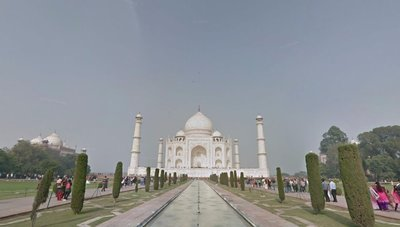 Taj_Mahal_..t_with_road.jpg