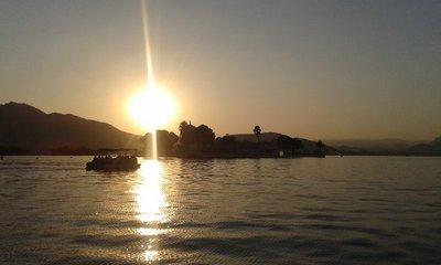 Boat_trip_on_Pichola_Lake.jpg