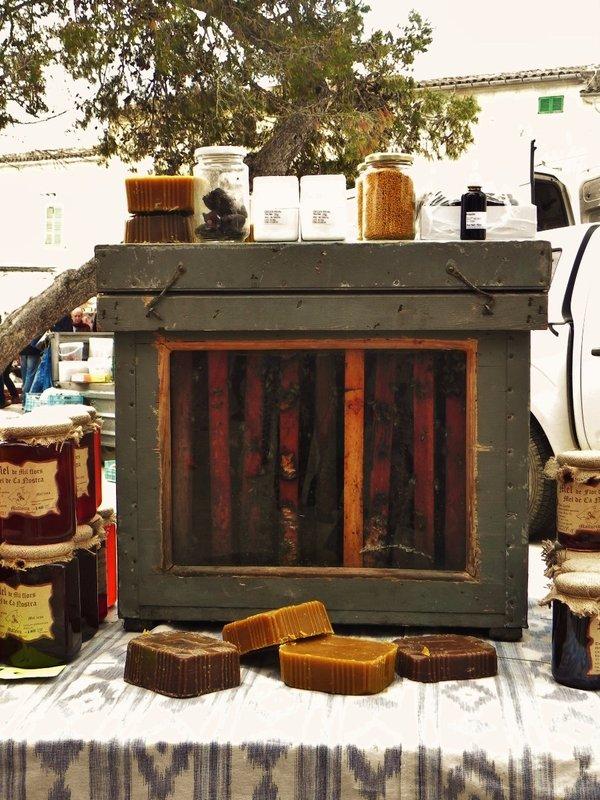 Honey Bees @ Sineu Market