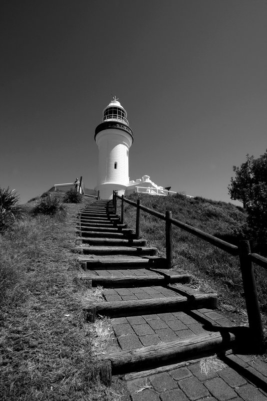 lighthouse b/w
