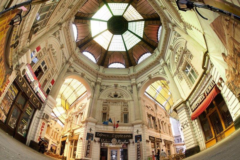 large_Pasajul_Ma..re_Interior.jpg