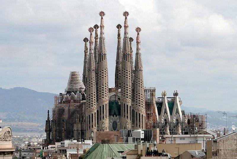 large_Sagrada_Familia_01.jpg