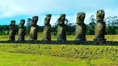 26-Moai.jpg