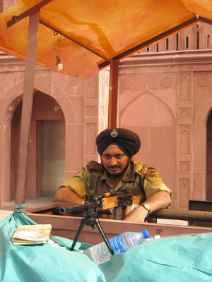 Indian soldier at Delhi&#39;s Red fort