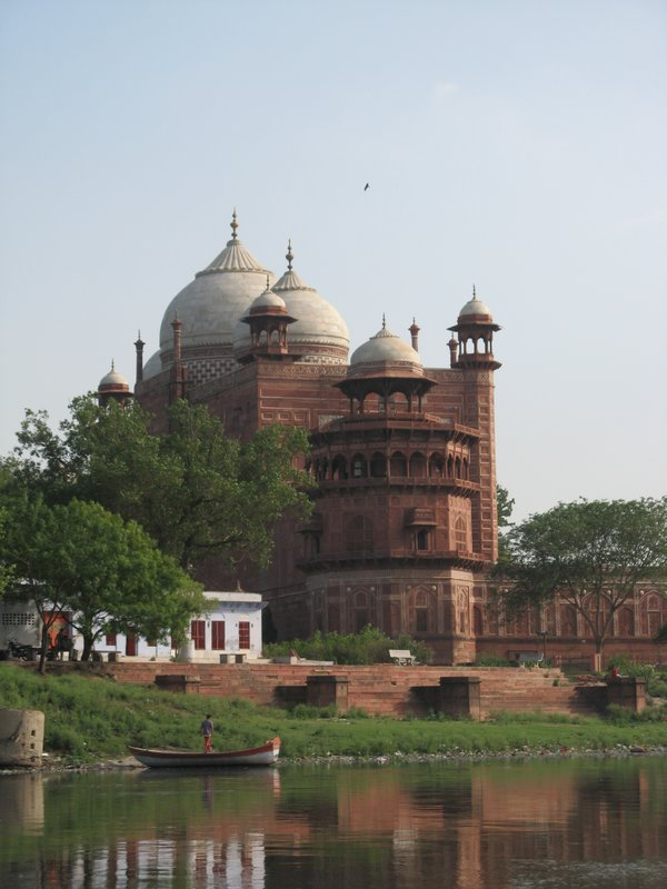 the mosque at the Taj Mahal