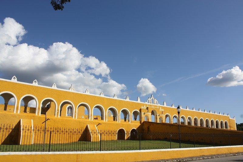 Izamal: 1er couvent du Mexique - 1561