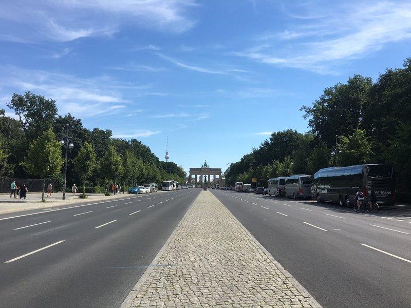 large_Berlin_-_Brandenburg_Gate.jpg