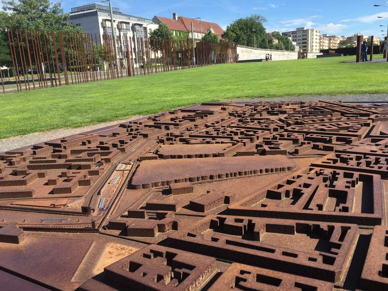 large_Berlin_Wall_image.jpg