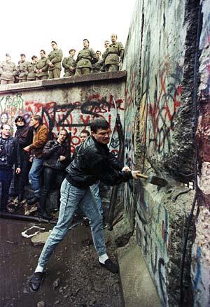 large_Fall_of_the_Berlin_Wall.jpg