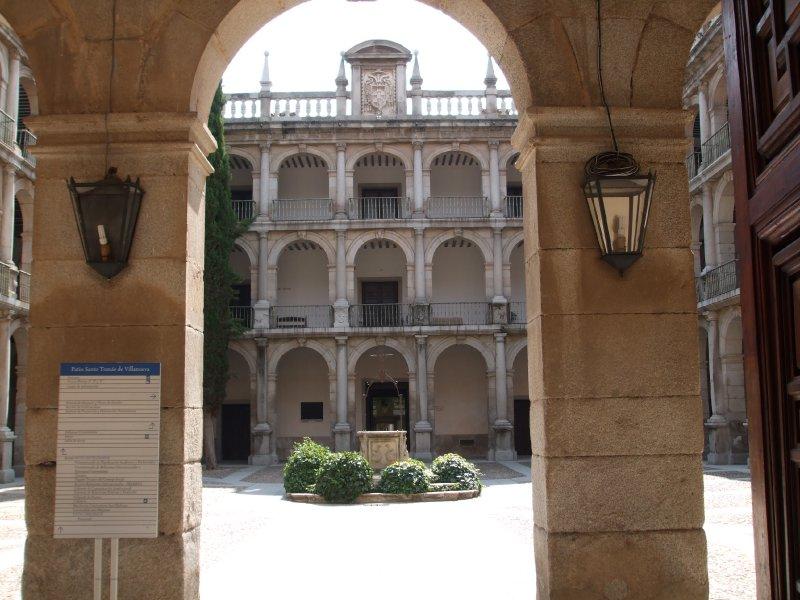 Alcalá de Henares, University courtyard