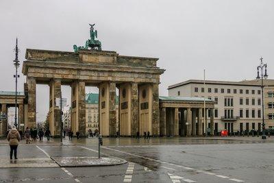 Brandenburg_Gate-3.jpg