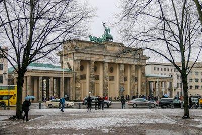 Brandenburg_Gate-5.jpg