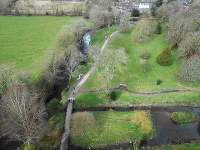 Blarney_Castle_grounds.jpg