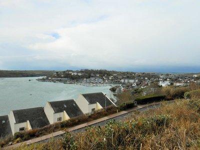 Kinsale_town_and_harbor.jpg