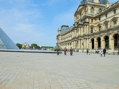 Louvre3.jpg