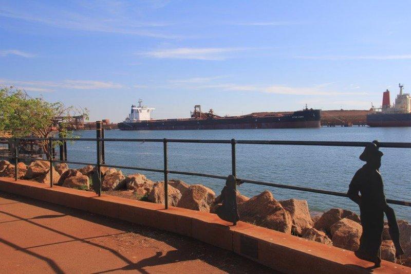 Big ships waiting