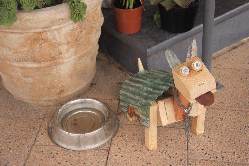 Fresh water for pets outside restaurant