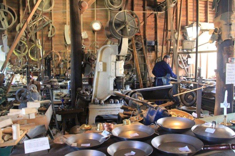 Inside working foundry