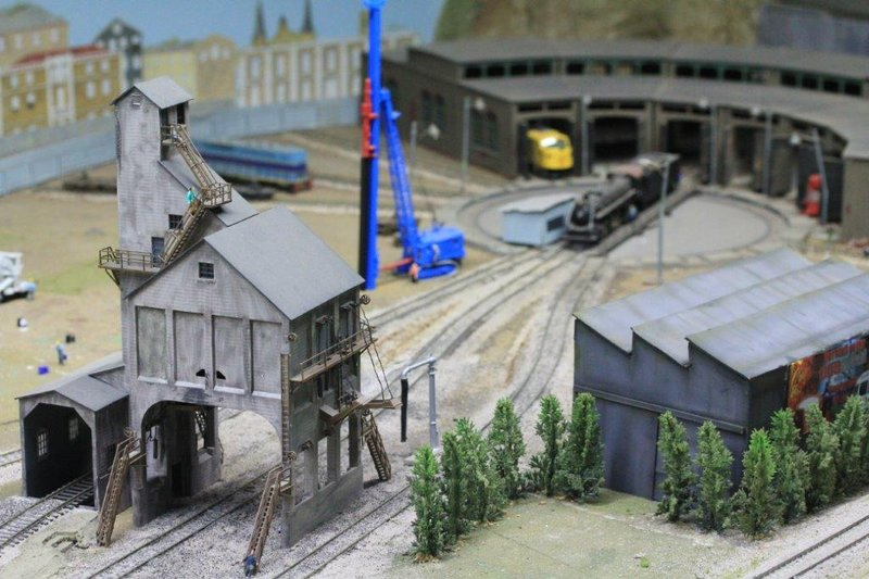 Model trains with 400m of tracks